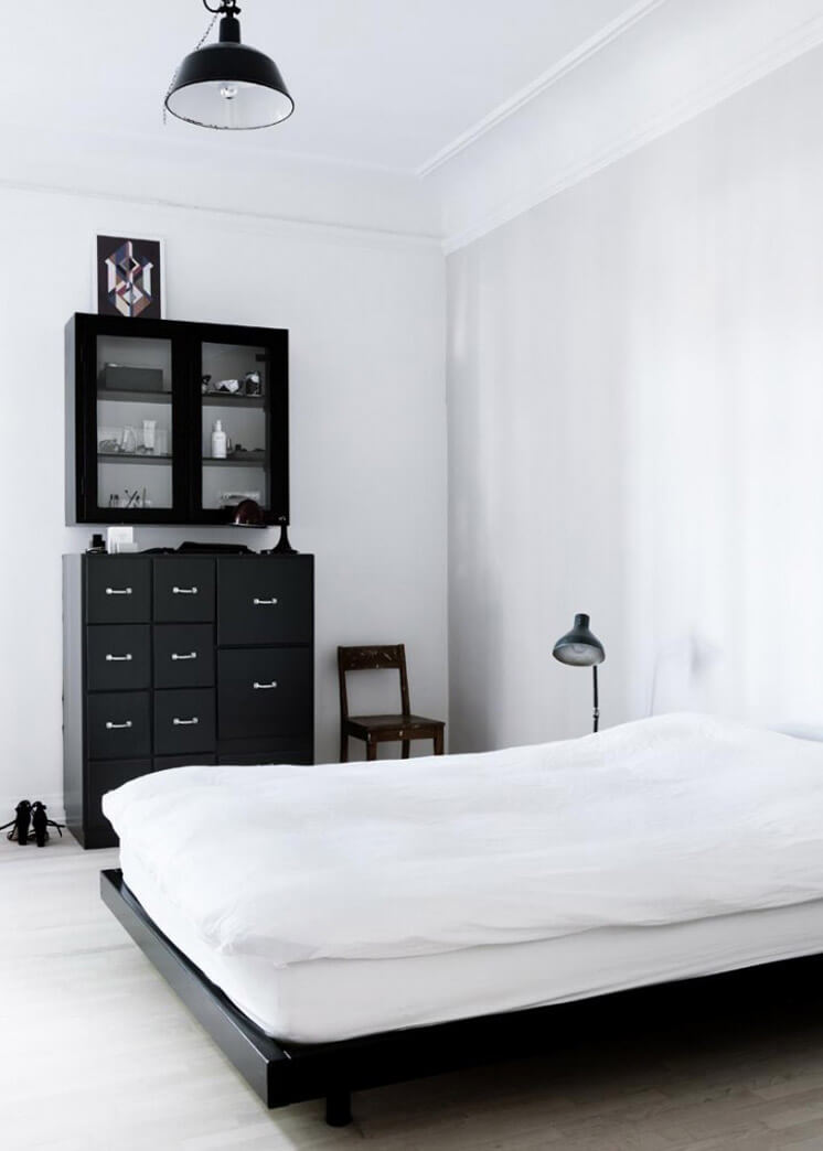 Bedroom Yvonne Kone Home © Line Klein for Elle Decoration Est Magazine