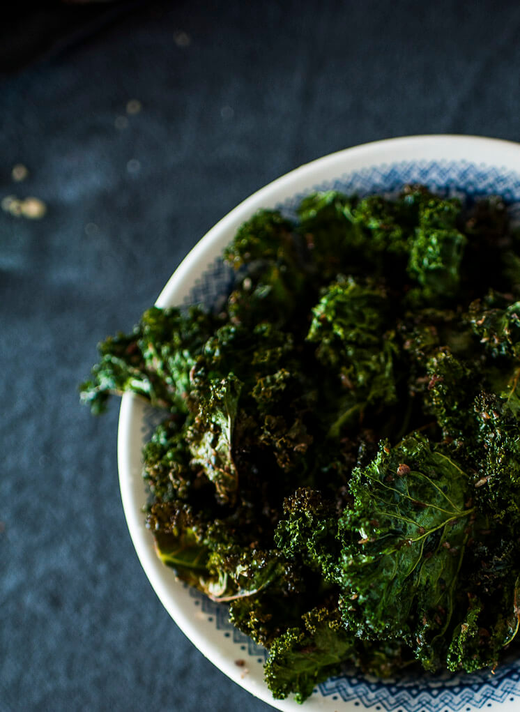 Mr Darcy Maxwell Turmeric Kale Crunch © Tori Simson Est Magazine