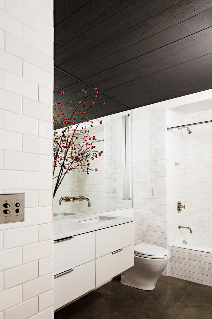 Jessica Helgerson Interior Design | Portland Loft Bathroom | © Lincoln Barbour 1 | Est Magazine