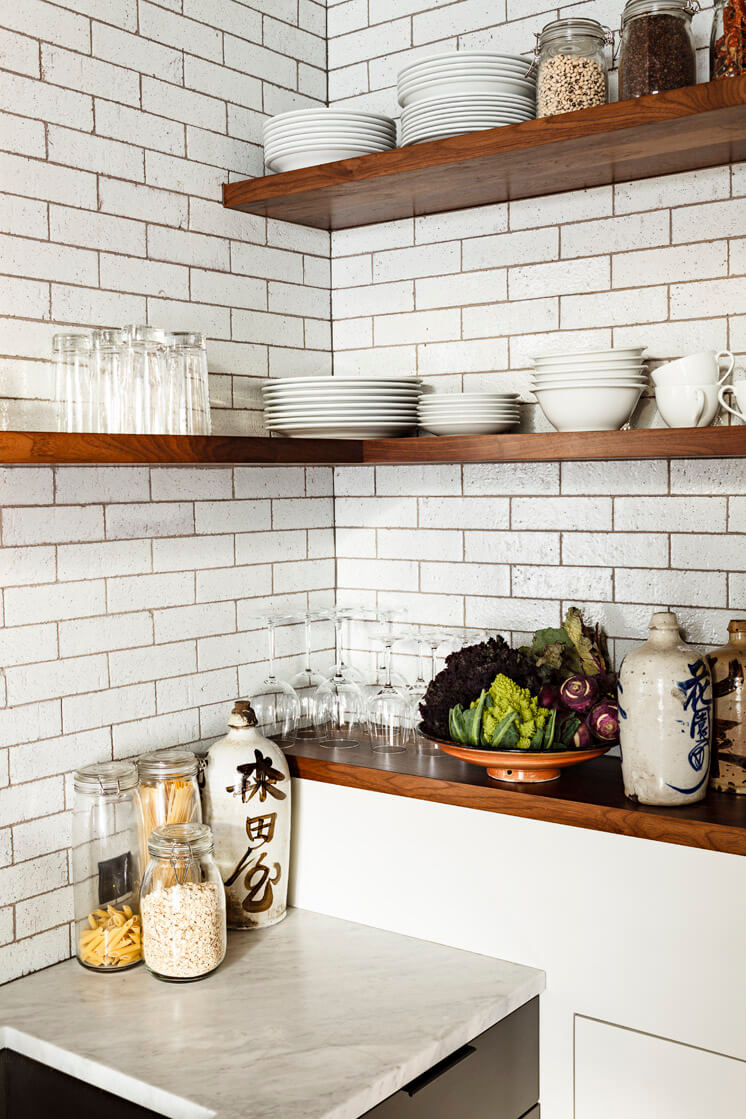 Jessica Helgerson Interior Design | Portland Loft Kitchen Shelves | © Lincoln Barbour 1 | Est Magazine