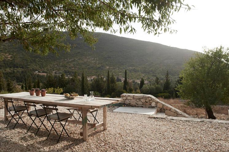 Outdoor Dining Terrace Villa Kalos Ithica Greece | © Robbert Koene | Est Magazine