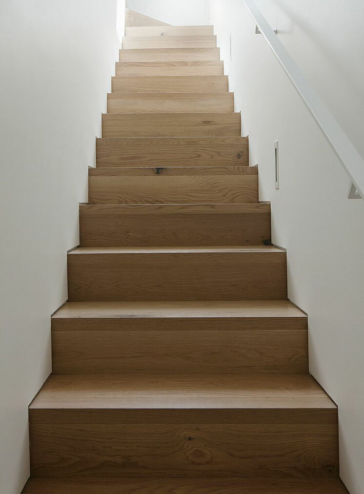 W21 Shannon Mc Grath stairs 746x533