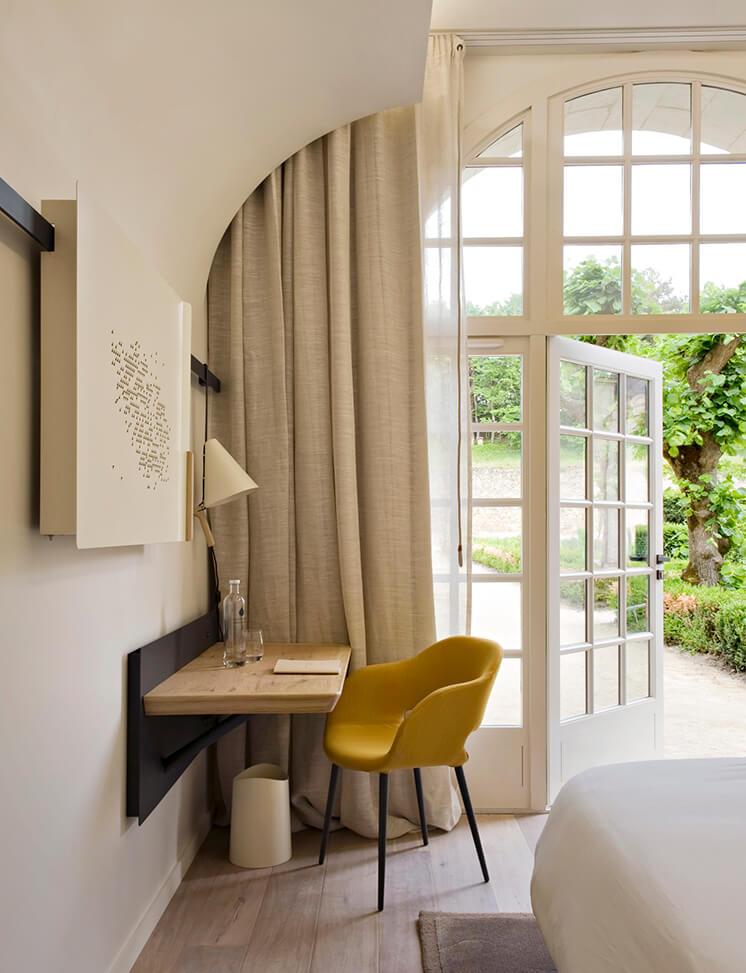 Est-Magazine-Abbaye-de-Fontevraud-bedroom-Nicolas-Matheus