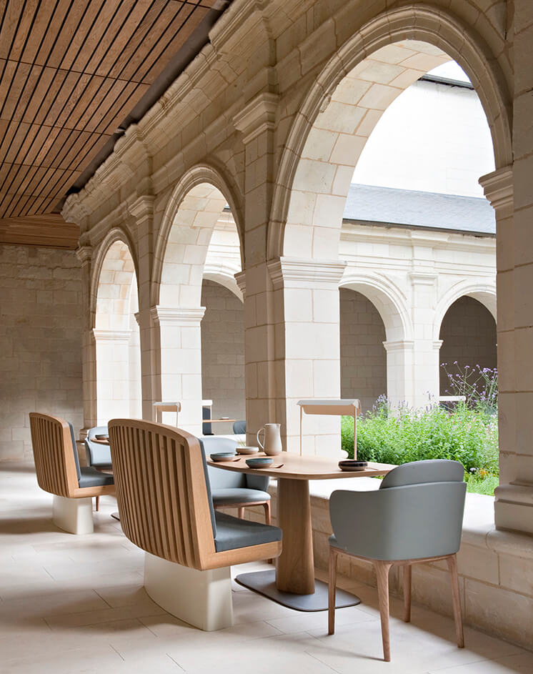 Est-Magazine-Abbaye-de-Fontevraud-outdoor-seating-Nicolas-Matheus-04