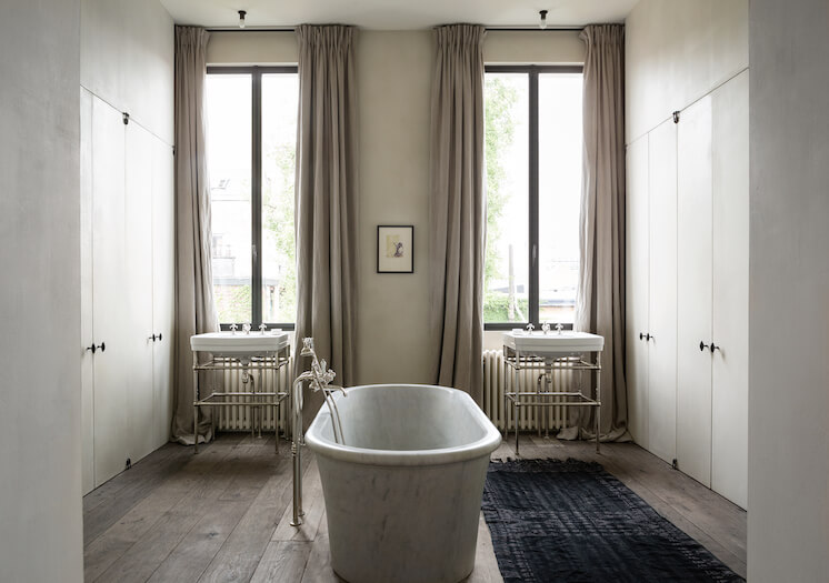 Est-Magazine-Graanmarkt13-Apartment-bathroom-Frederik-Vercruysse-02
