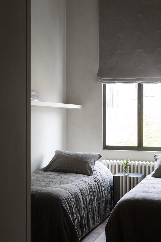 Est-Magazine-Graanmarkt13-Apartment-guest-bedroom-Frederik-Vercruysse