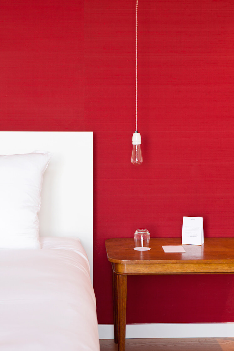 Est-Magazine-Vesper-Hotel-Holland-bedroom-Red