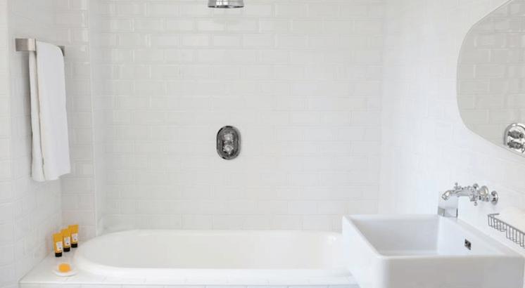 Est-Magazine-Hotel-White-1921-St-Tropez-bathroom