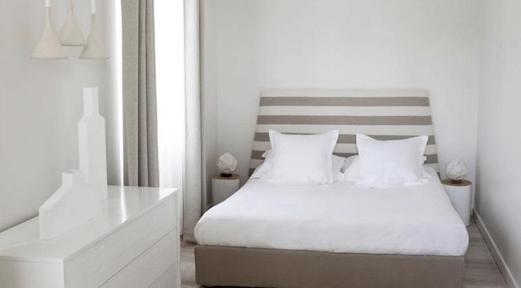 Est-Magazine-Hotel-White-1921-St-Tropez-bedroom-02