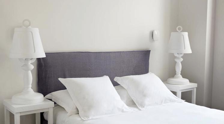 Est-Magazine-Hotel-White-1921-St-Tropez-bedroom-03