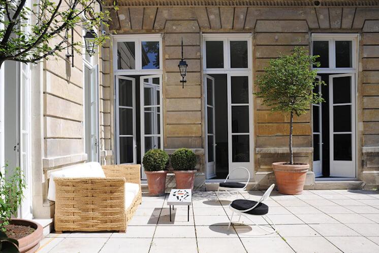 Est-Magazine-Joseph-Dirand-Paris-patio-Adrien-Dirand