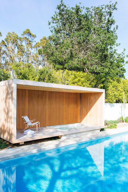 Est Magazine Nicole Hollis Pool1
