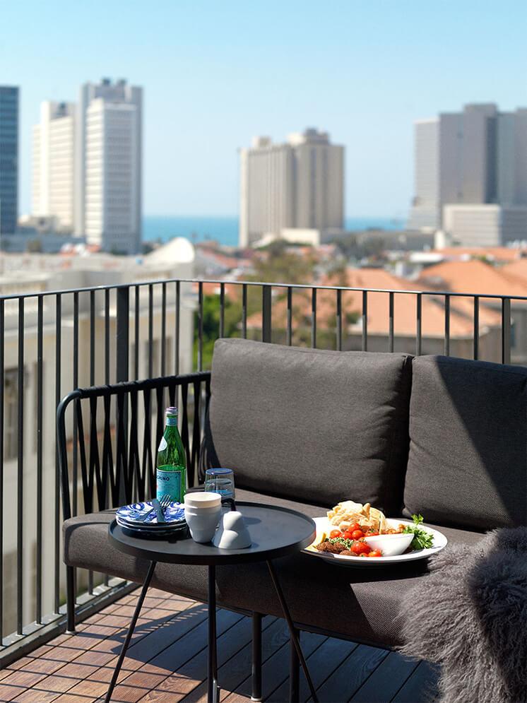 Est-Magazine-Tel-Aviv-Balcony
