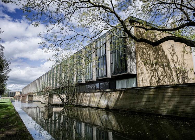 Arne-Jacobsen-Oxford-College-Est-Living-Exterior