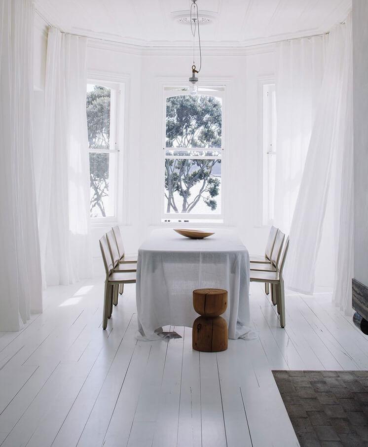 Harbour-Edge-House-Fearon-Hay-Simon-Wilson-Est-Living-Dining