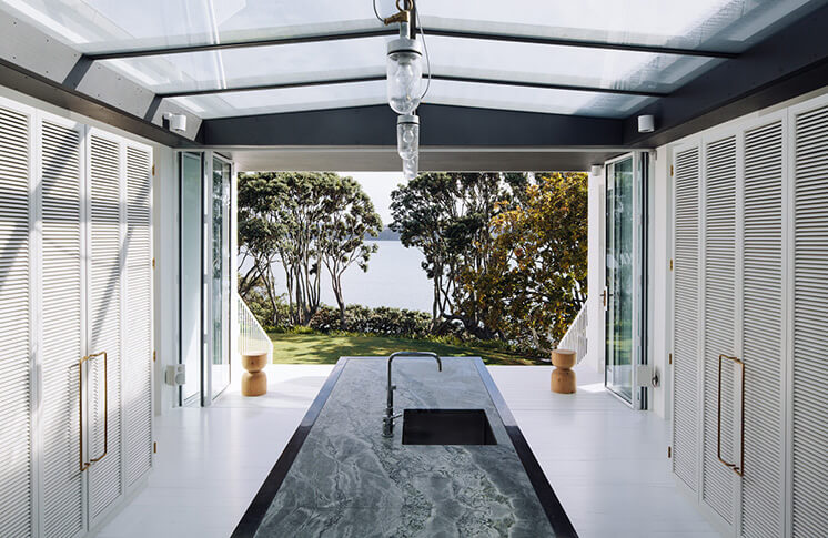 Harbour-Edge-House-Fearon-Hay-Simon-Wilson-Est-Living-Kitchen