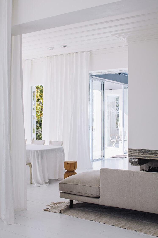 Harbour-Edge-House-Fearon-Hay-Simon-Wilson-Est-Living-Living-Room