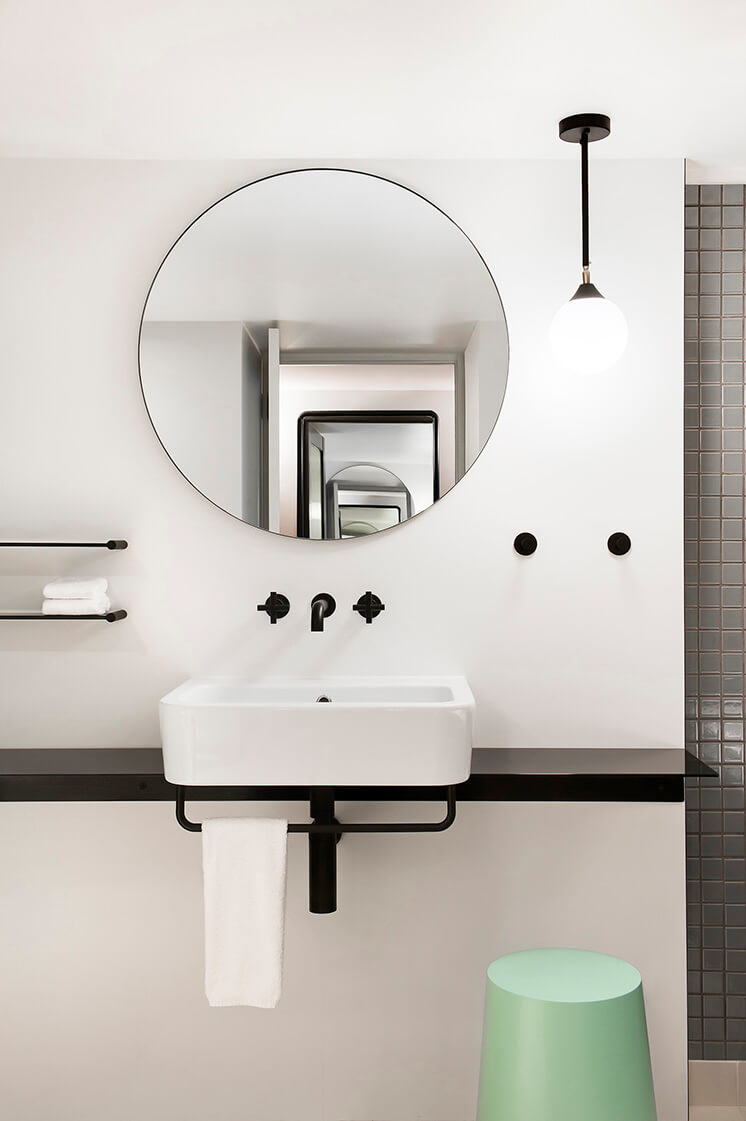 Ovolo Woolloomooloo Est Living Bathroom