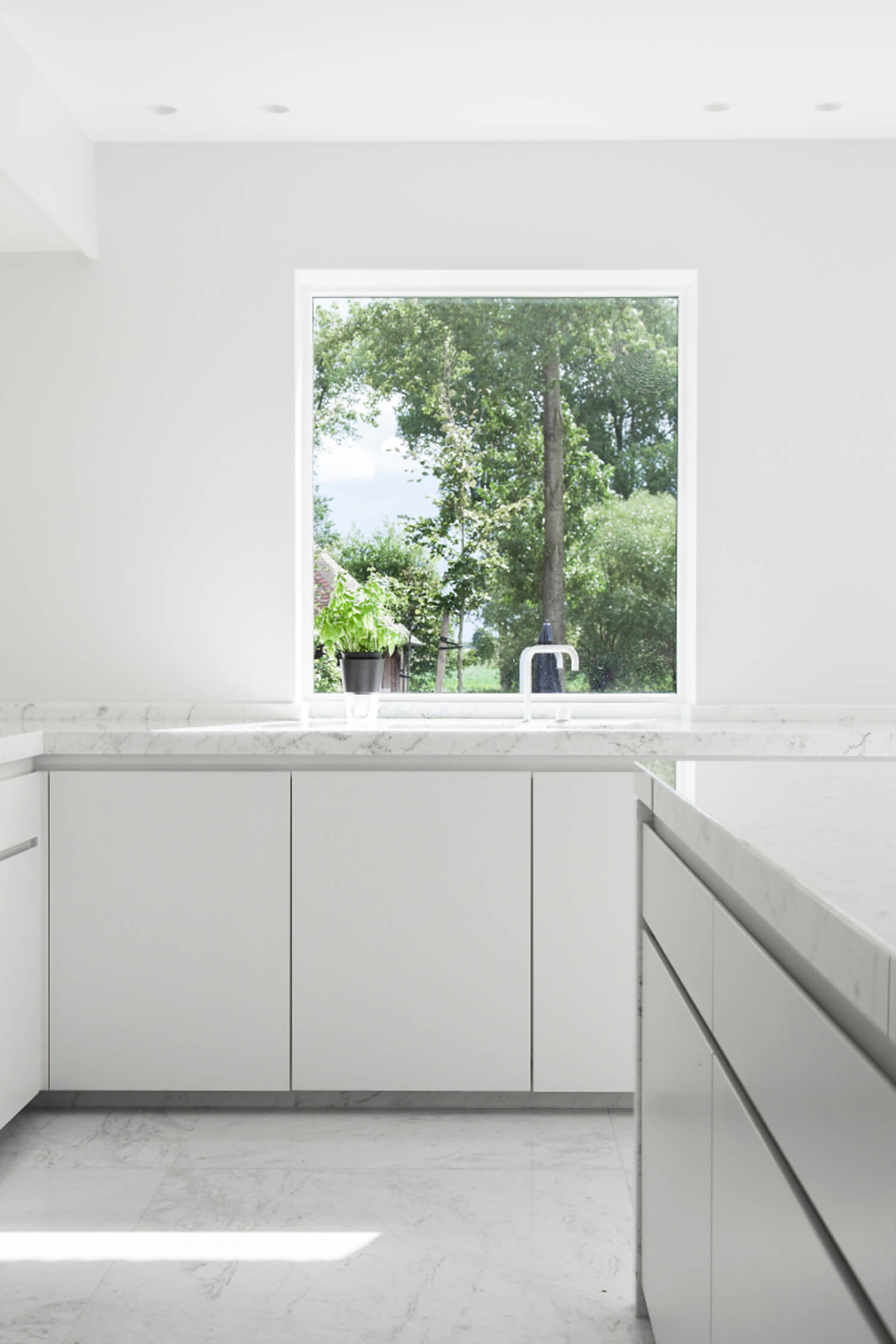 Est-Living-Elbeko-White-House.Benchtop