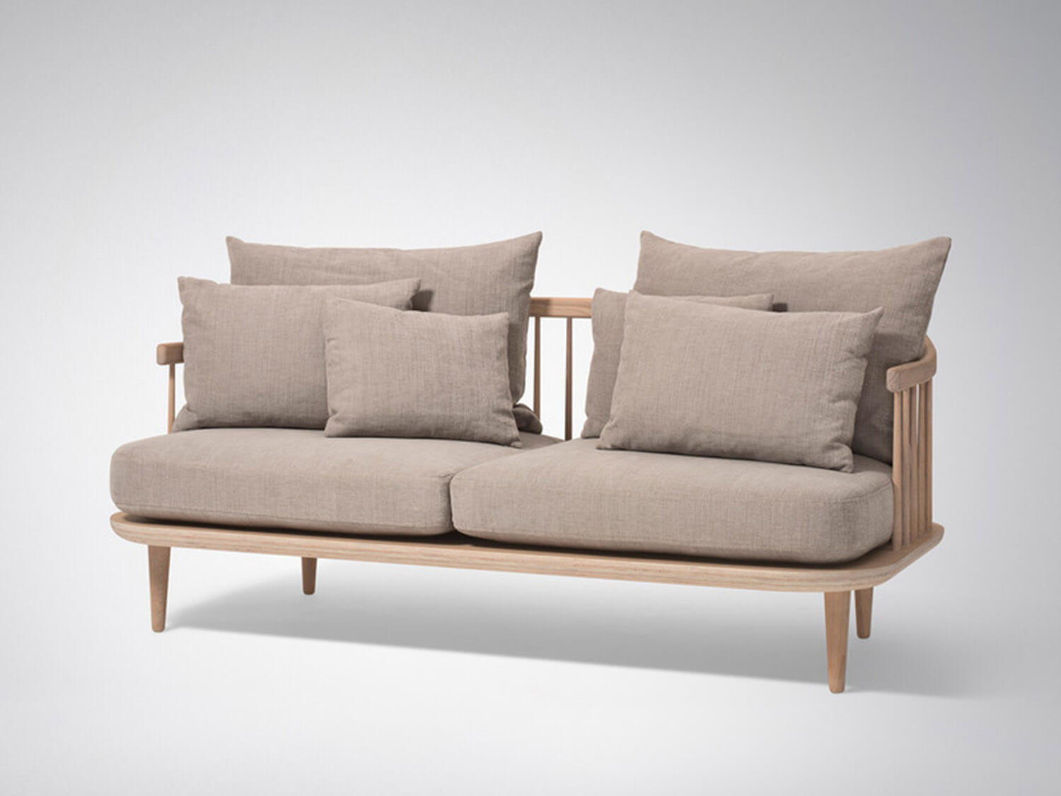 Est Living andTradition FLY Sofa SC2 in white oak 2