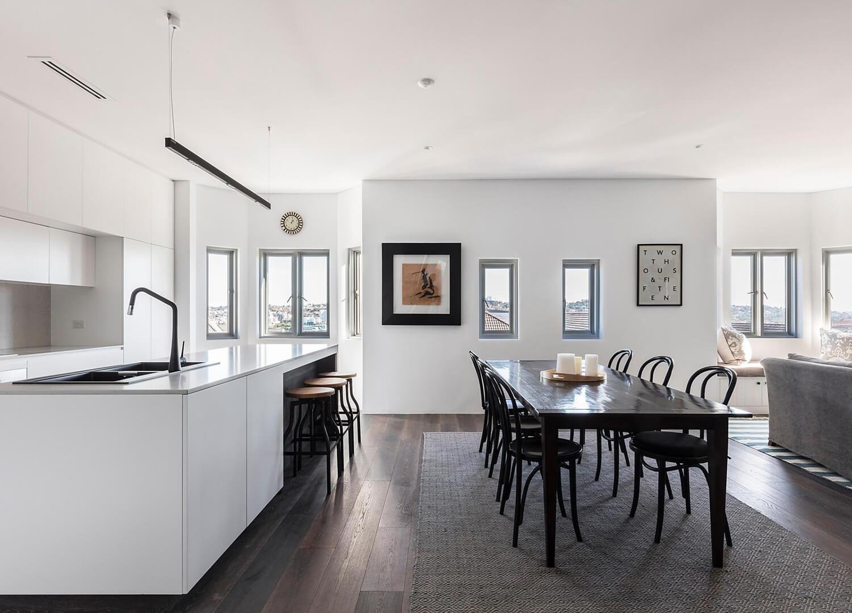 est-living-open-house-bondi-apartment-simon-baker-denny-mcgrath.06