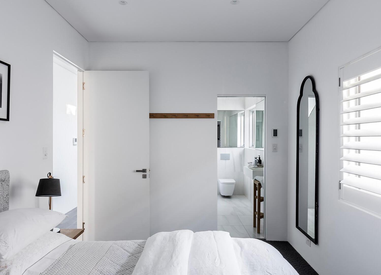 est-living-open-house-bondi-apartment-simon-baker-denny-mcgrath.16