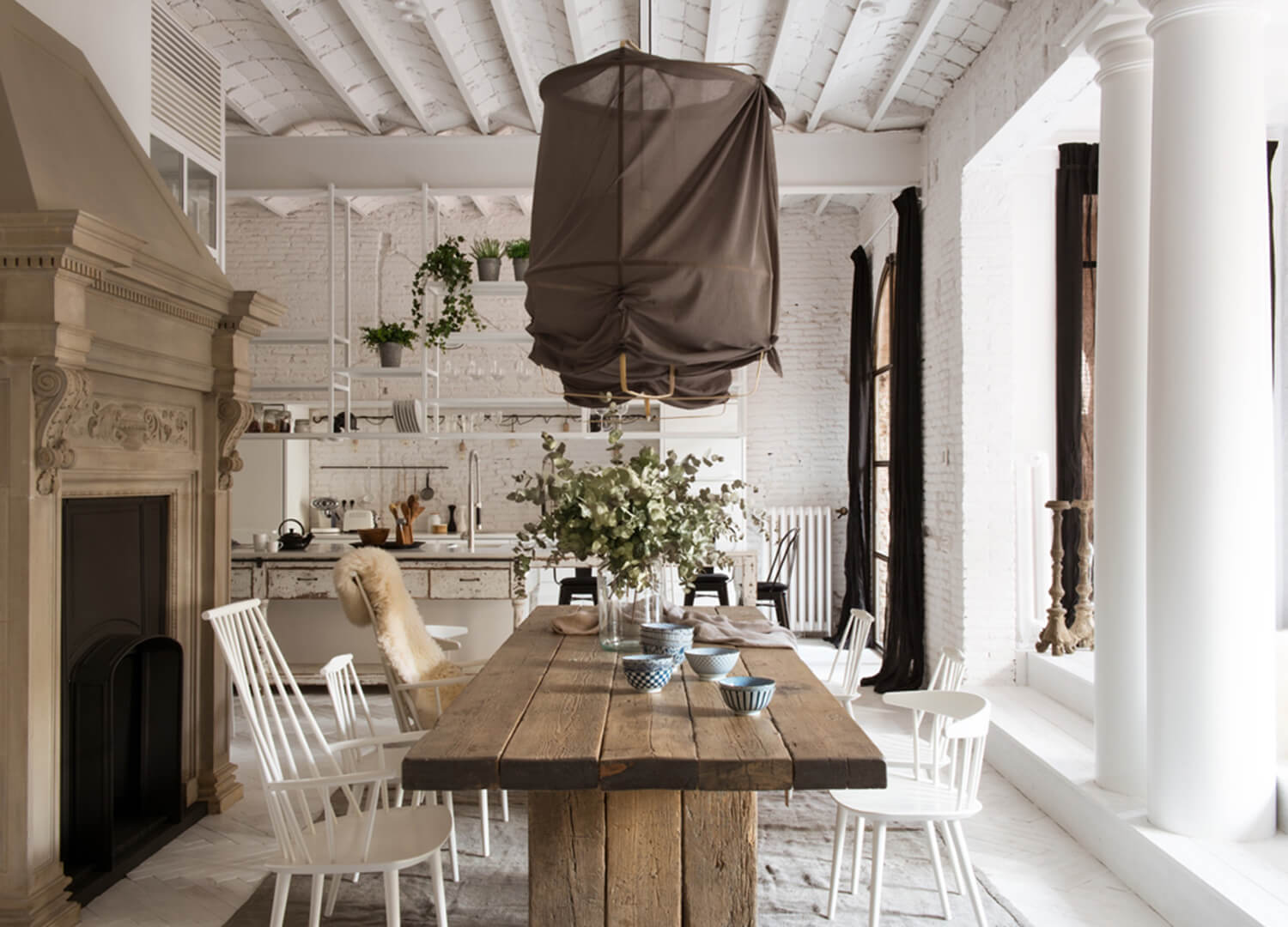 est-living-barcelona-loft-serrat-tort-architects-dining-table