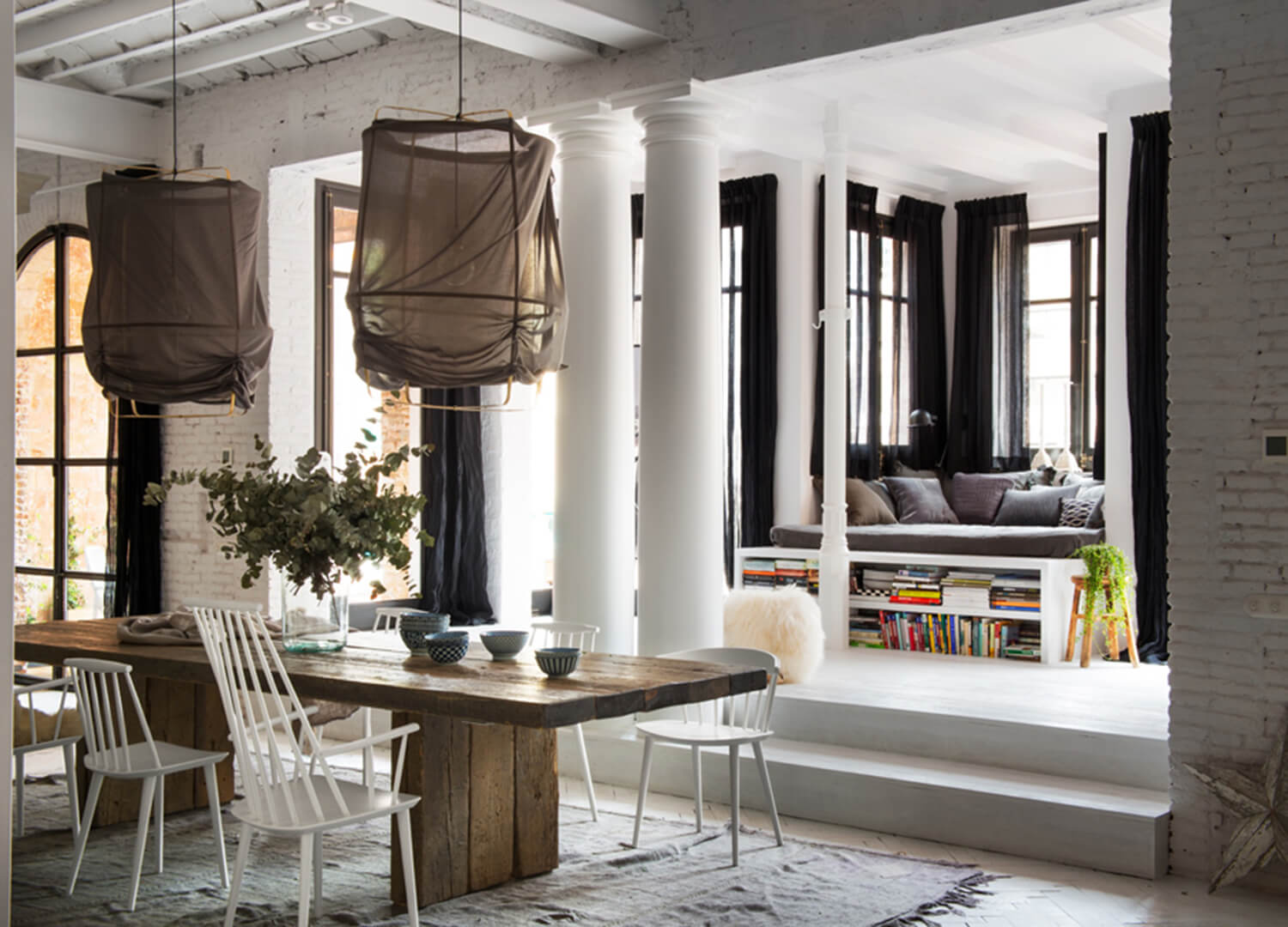 est-living-barcelona-loft-serrat-tort-architects-dining