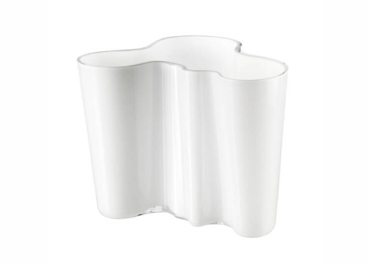est living design directory iittala vase white 750x540