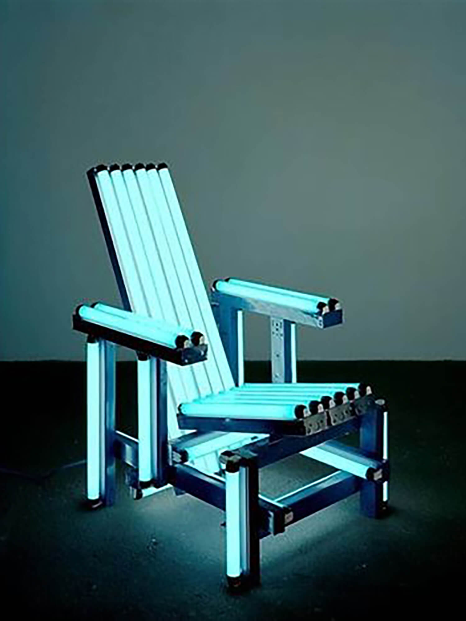 est living style hunter kerry phelan Ivan Navrro Blue Electric Chair 2004