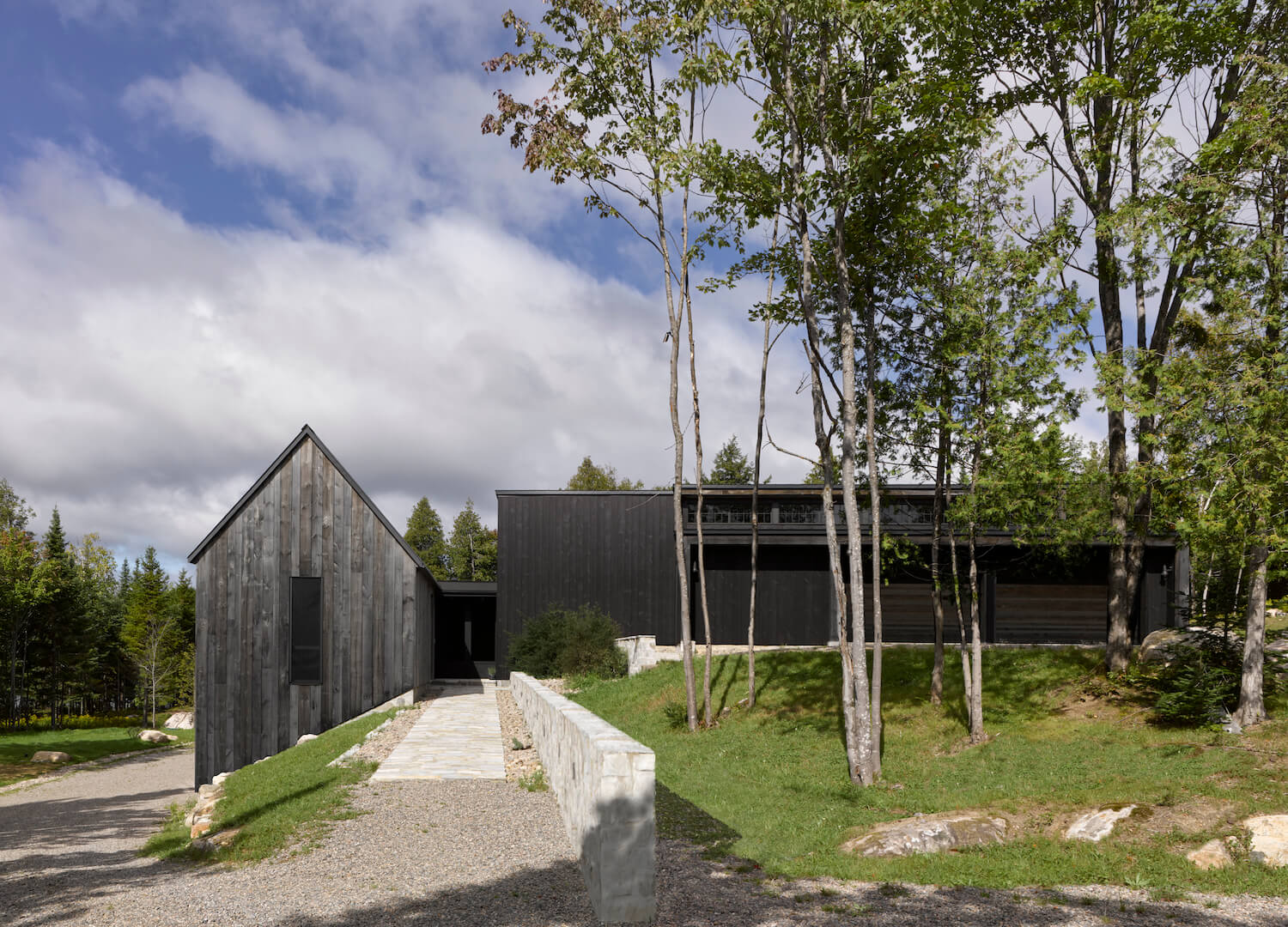 MG2 House, Quebec | Alain Carle Architects | est living