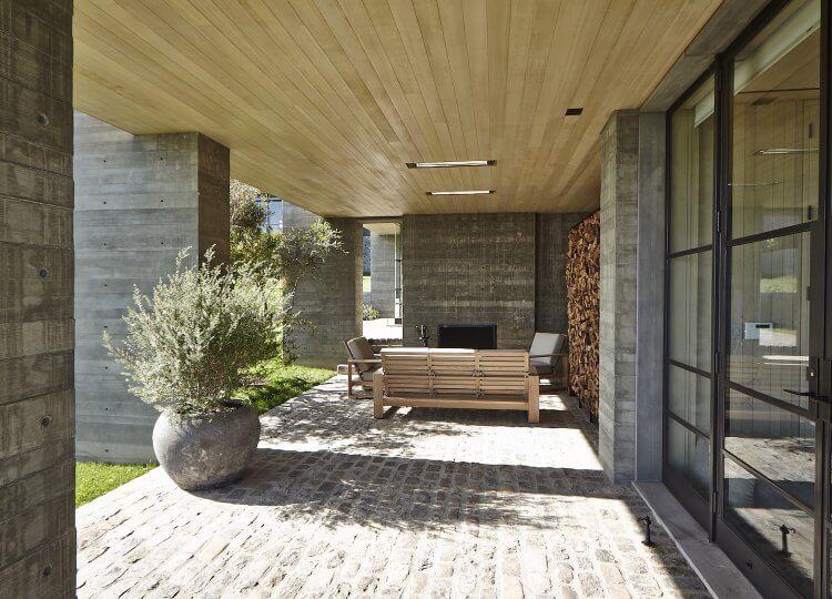 est living interiors denise kuriger design malibu house 13 750x540