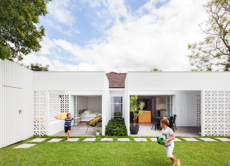 est living architect prineas interview breeze block house.