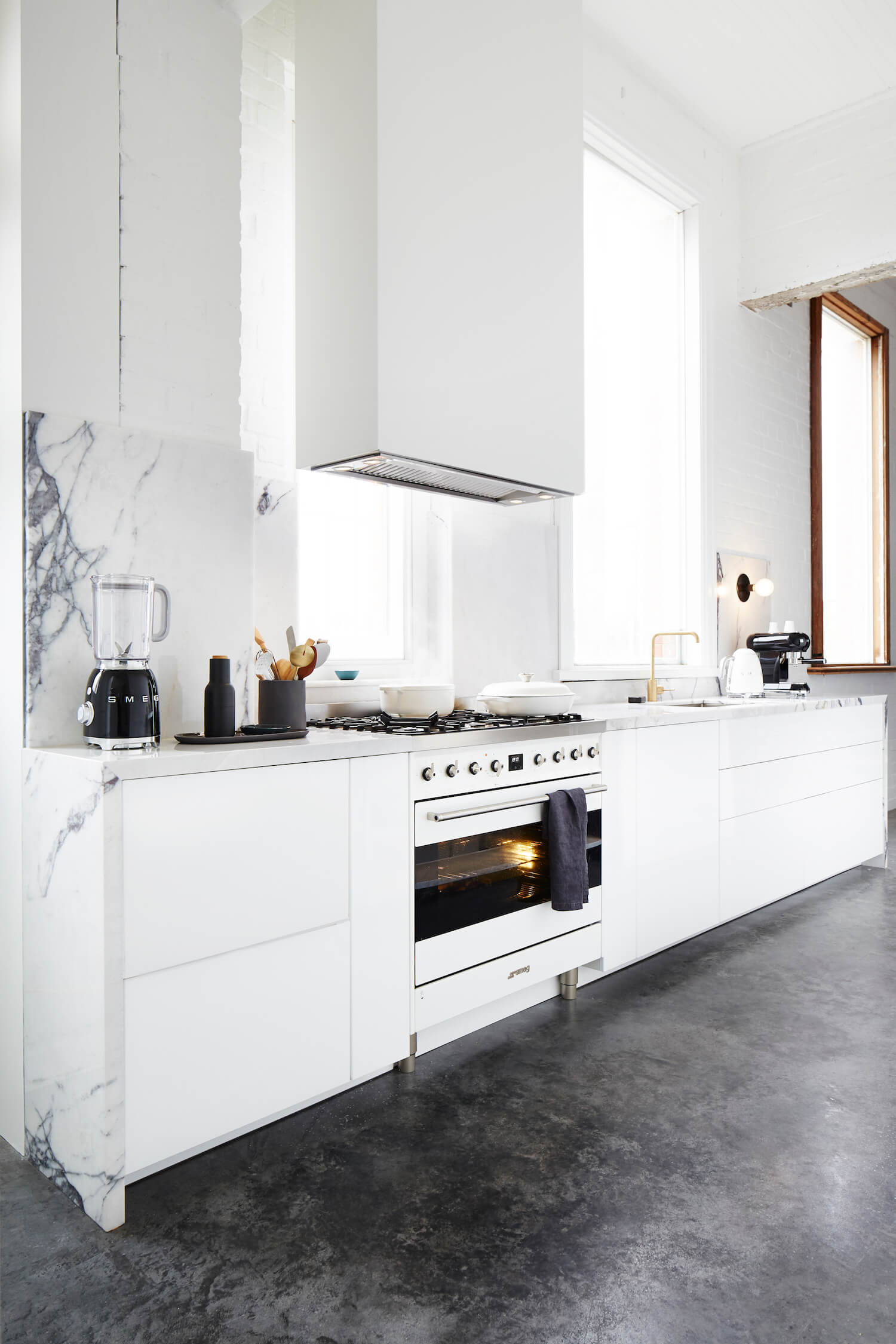 est smeg love your layout compact kitchen3 ArmelleHabibTheBankStudio13