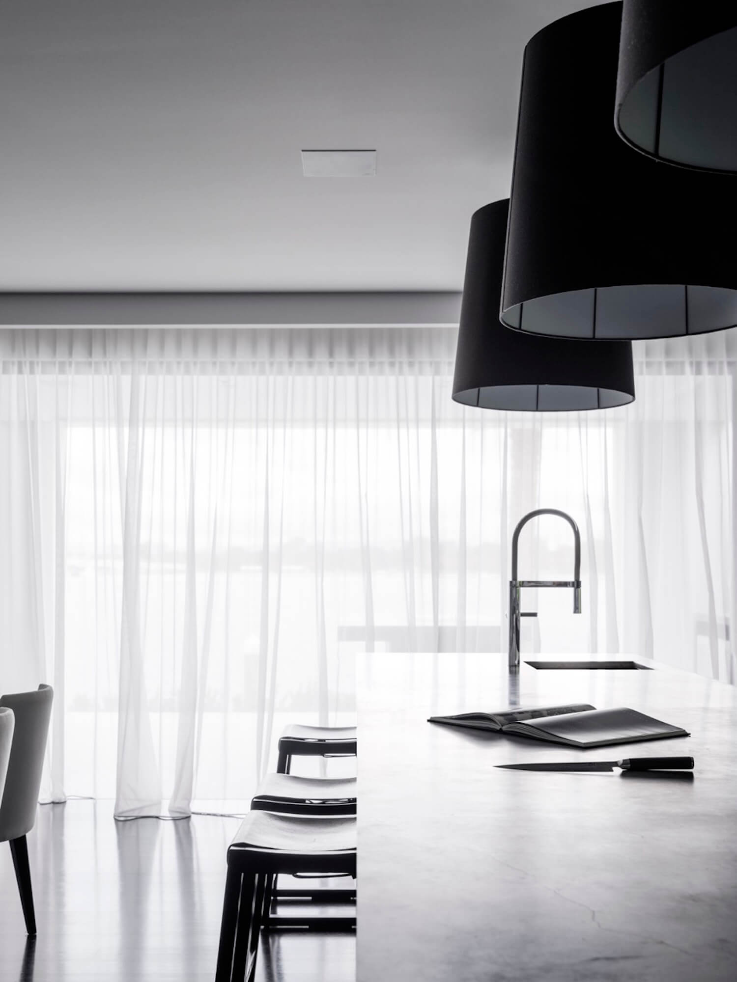 est living interiors monochrome house alwill interiors 2