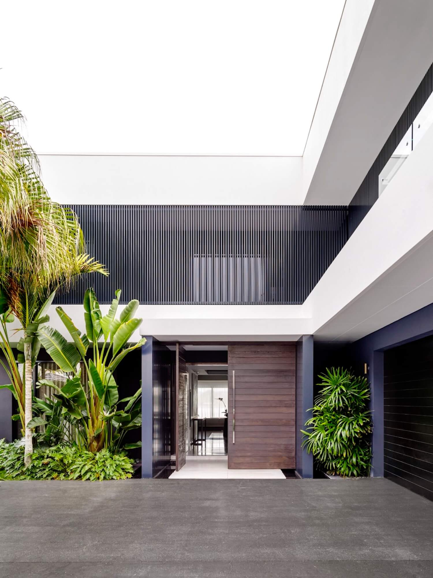 est living interiors monochrome house alwill interiors 8