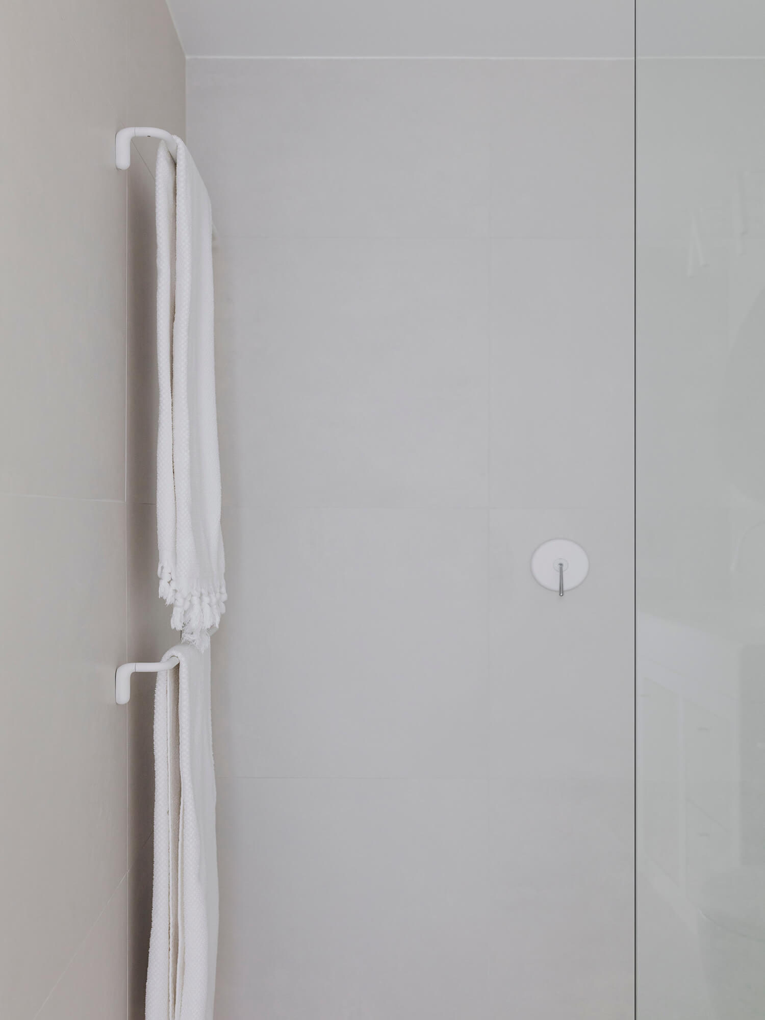 est living interiors vernon apartment 04