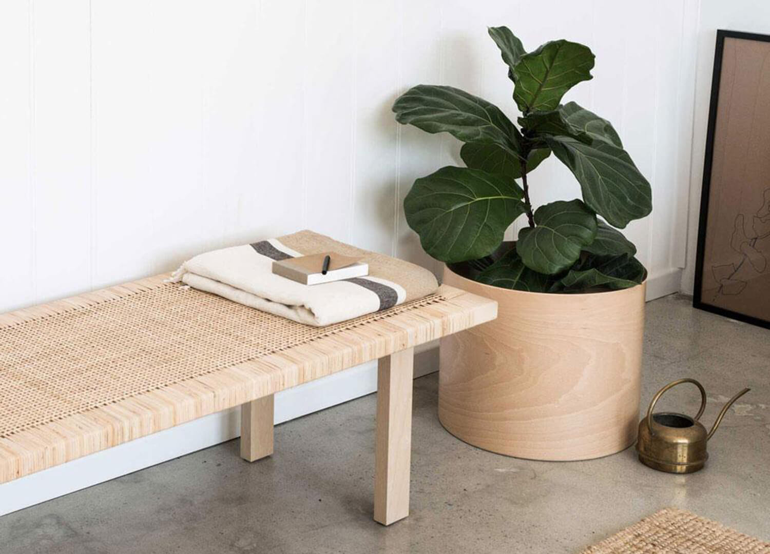est living plyroom flor planter