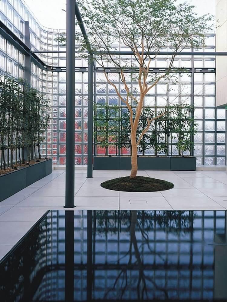 est living a japanese story travis walton Maison Hermes Tokyo 2 750x1000