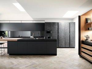 Kitchen: Modern Family Black & White Kitchen