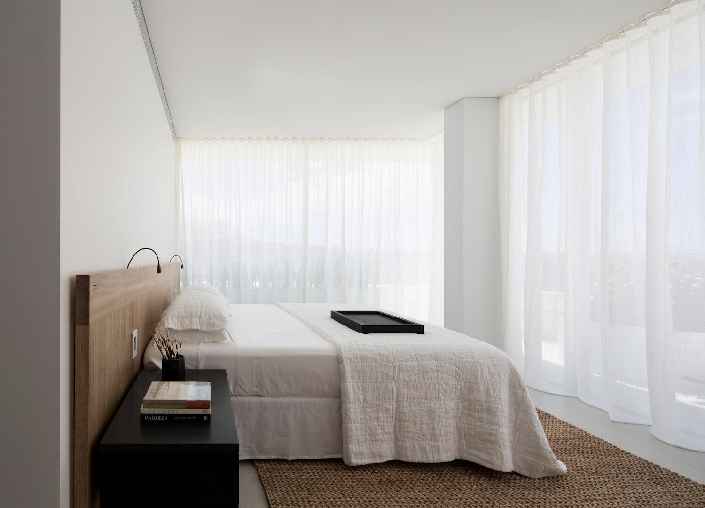 est living interiors bondi beach apartment redgen mathieson 12