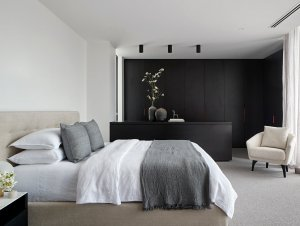 Bedroom: Brighton Home by Canny Builders